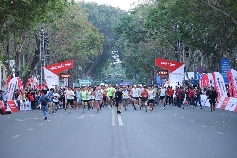 Hang chuc nghin VDV chinh phuc cung duong xanh tai giai Marathon TPHCM-Hinh-2
