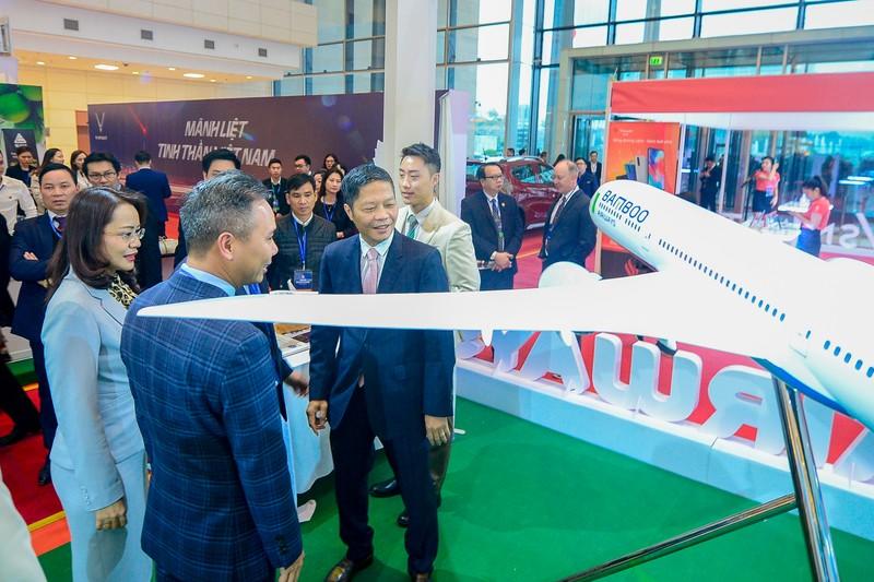Thu tuong Chinh phu chuc mung Bamboo Airways don may bay than rong dau tien-Hinh-3