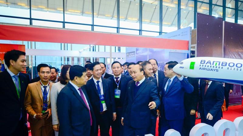 Thu tuong Chinh phu chuc mung Bamboo Airways don may bay than rong dau tien