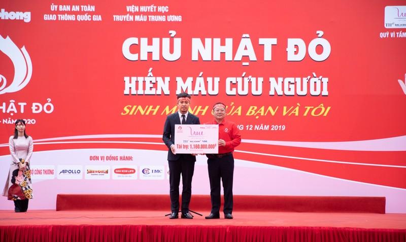 Dong hanh cung Chu nhat Do, BAC A BANK lan toa yeu thuong-Hinh-2