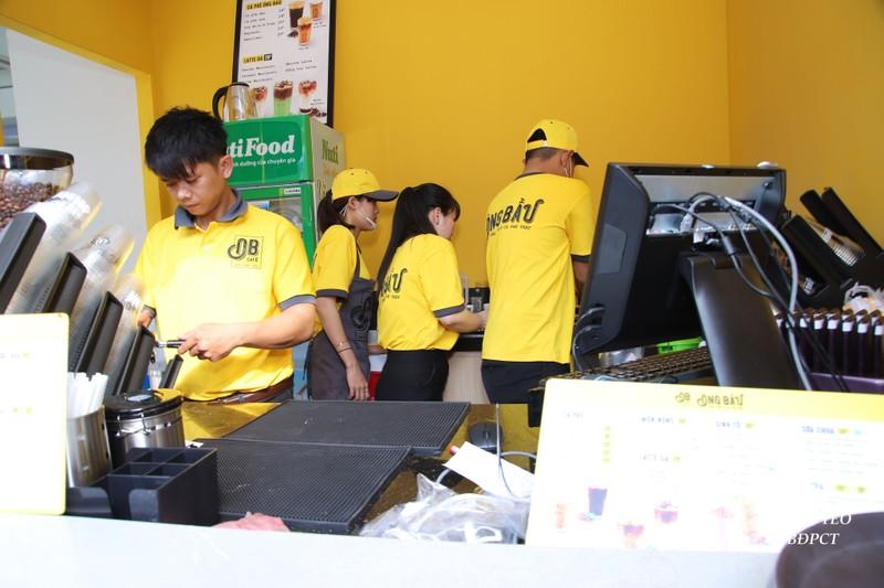 Ca phe ong Bau dong loat mo moi 16 quan trong ngay 12/3-Hinh-3