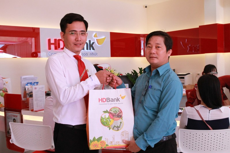 Khai truong HDBank Chon Thanh-Hinh-2