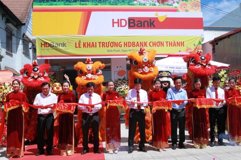 Khai truong HDBank Chon Thanh