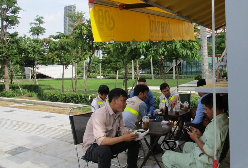 Ca phe Ong Bau den cong truong, tro gia cho cong nhan-Hinh-2