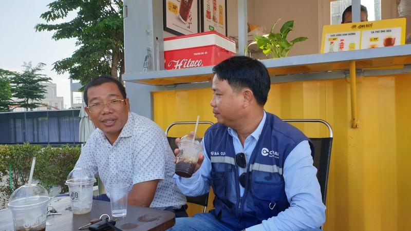 Ca phe Ong Bau den cong truong, tro gia cho cong nhan-Hinh-4