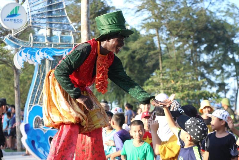 Sam Son tung bung voi Le hoi Carnival duong pho-Hinh-2