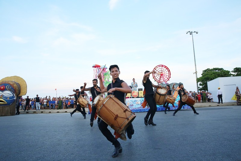 Sam Son tung bung voi Le hoi Carnival duong pho-Hinh-8