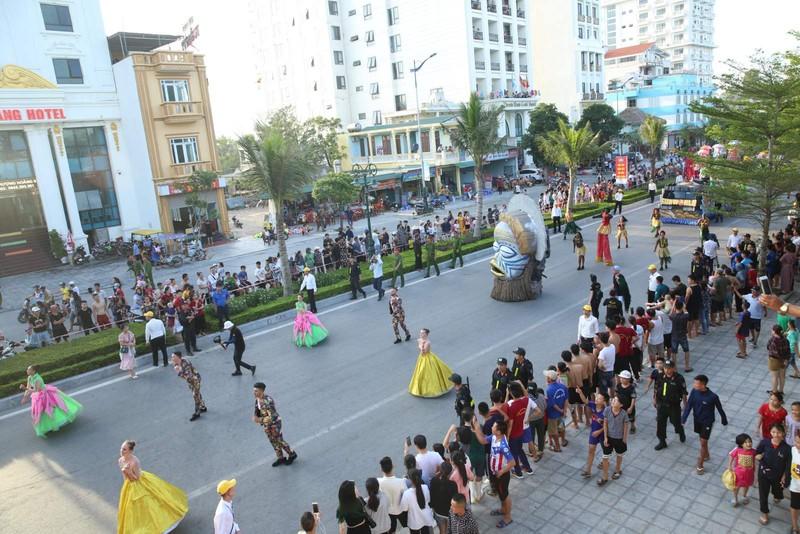 Sam Son tung bung voi Le hoi Carnival duong pho