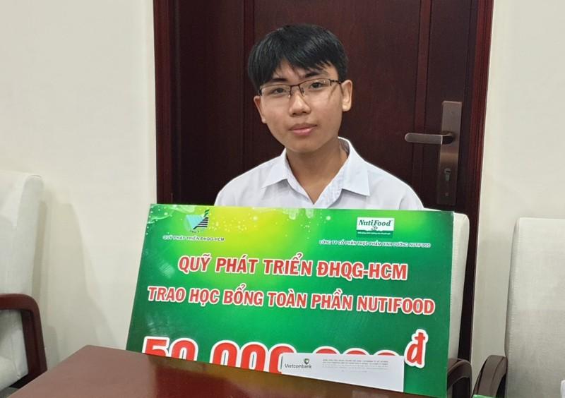 Nutifood trao hoc bong toan phan cho sinh vien DH Quoc gia TP.HCM-Hinh-2
