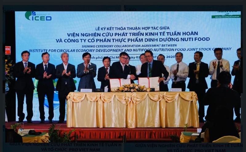 Nutifood trao hoc bong toan phan cho sinh vien DH Quoc gia TP.HCM-Hinh-3