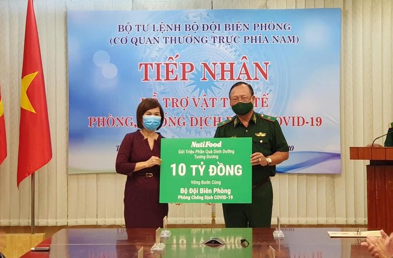 NutiFood trao qua dinh duong tri gia 10 ty cho bo doi bien phong-Hinh-2