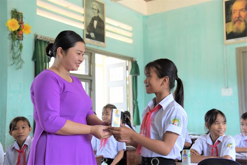 Quy sua vuon cao Viet Nam va Vinamilk chung tay cham soc tre em Phu Yen-Hinh-4
