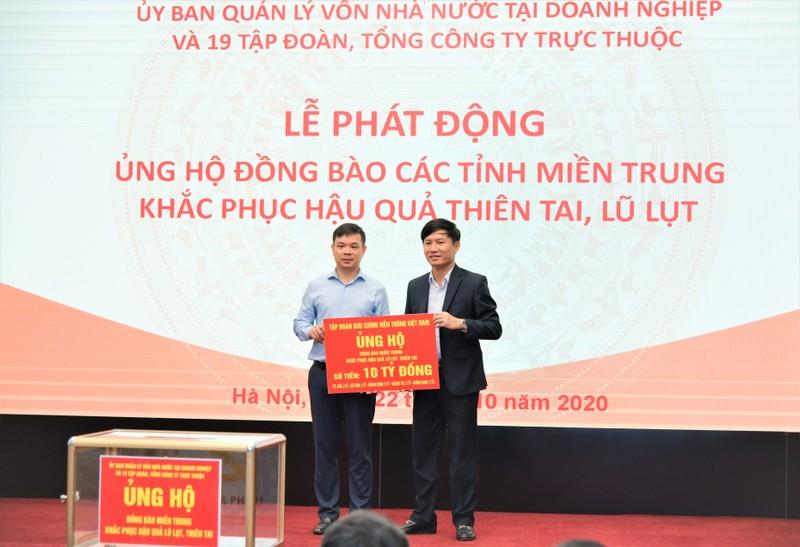 VNPT ung ho 10 ty dong de ho tro 5 tinh mien Trung khac phuc hau qua bao lut