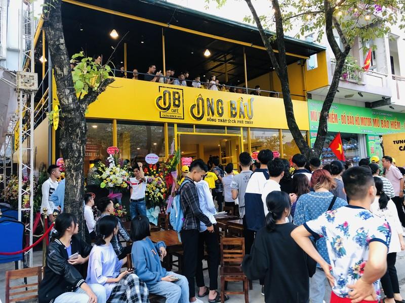 Ca phe Ong Bau khai truong quan dau tien tai que Van Thanh, Van Toan