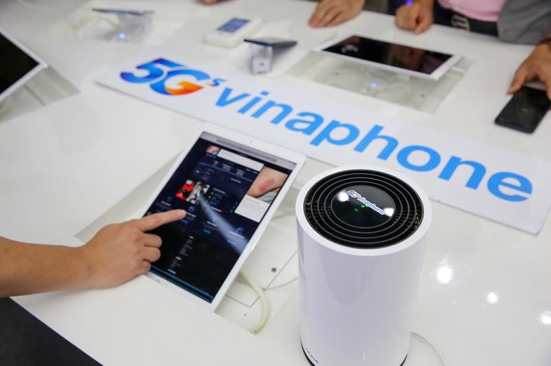 Nhung khach hang dau tien su dung VinaPhone 5G-Hinh-2