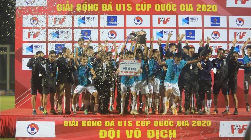 """18 chuc vo dich va chuyen la o """"lo luyen dan"""" cho bong da Viet Nam"""