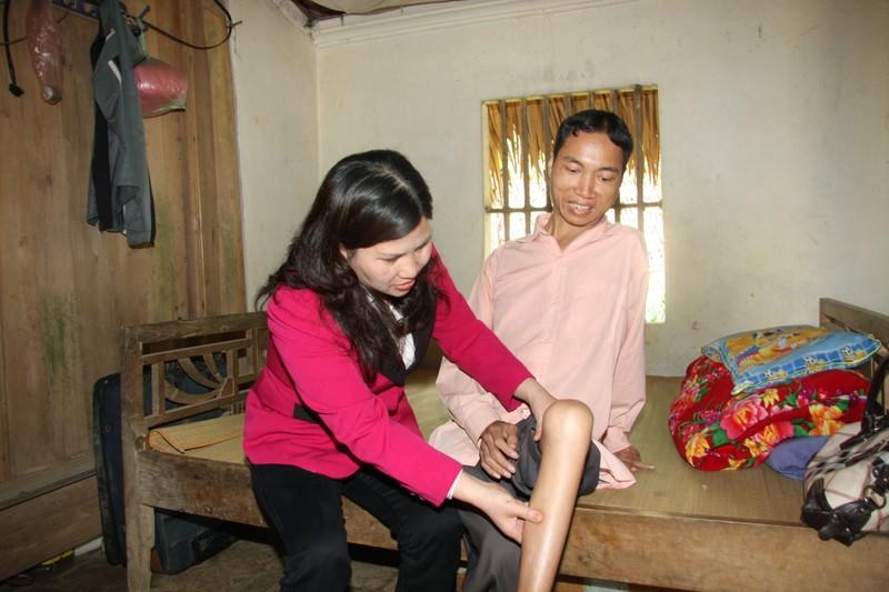 CEO Duoc pham Tam Binh chua benh mien phi cho nguoi ngheo-Hinh-2