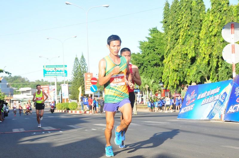 Gan 1500 van dong vien chinh phuc dinh nui Ba Ra cung Number 1 Active-Hinh-3