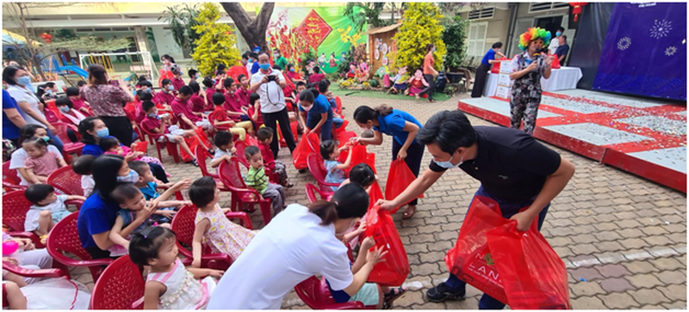 Nova Group tang qua Tet cho ho ngheo Dong Thap: Thap len nhung niem vui-Hinh-3