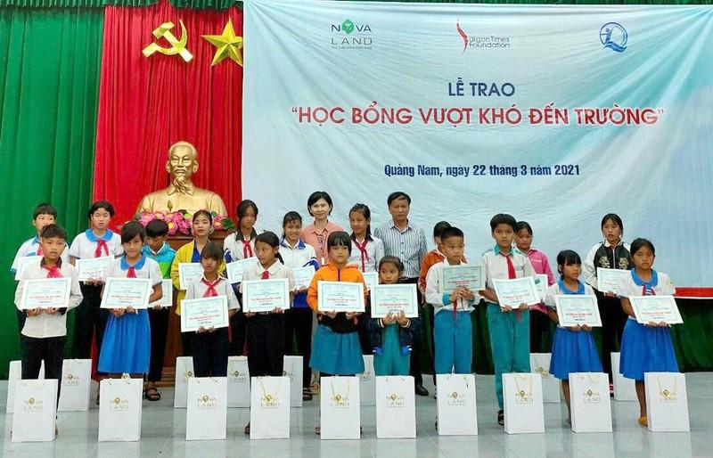 Novaland trao tang 31 hoc bong cho hoc vien, nghien cuu sinh DHQG TP.HCM-Hinh-3