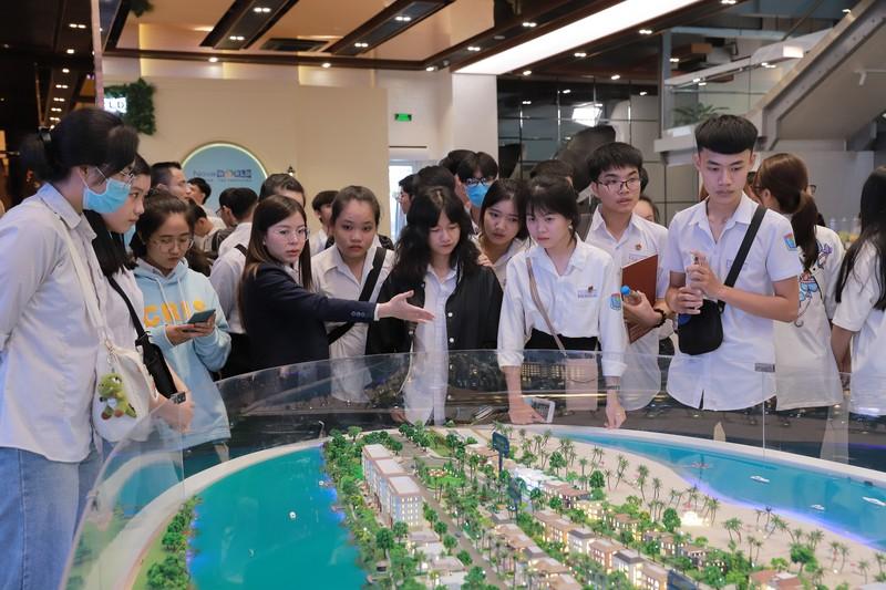 Campus Tour doc dao cua Nova College thu hut hon 400 hoc sinh-Hinh-4