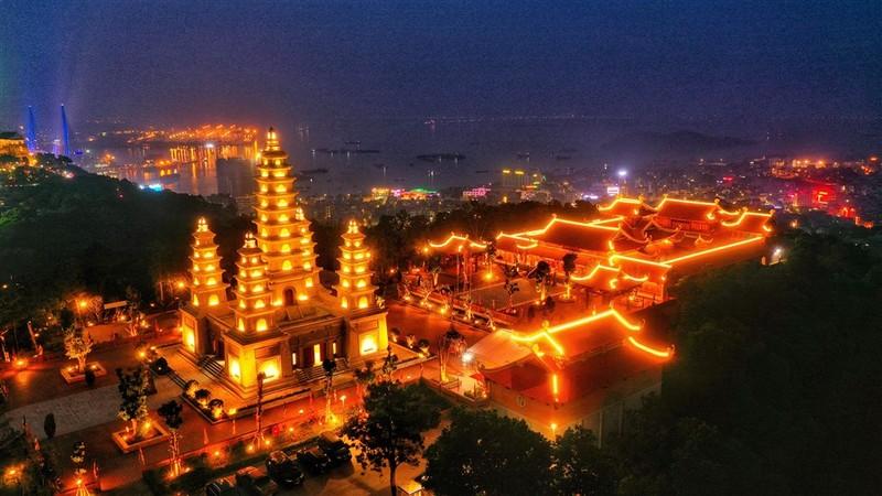 Di het Quang Ninh qua nhung quan the tam linh dep ngoan muc-Hinh-2
