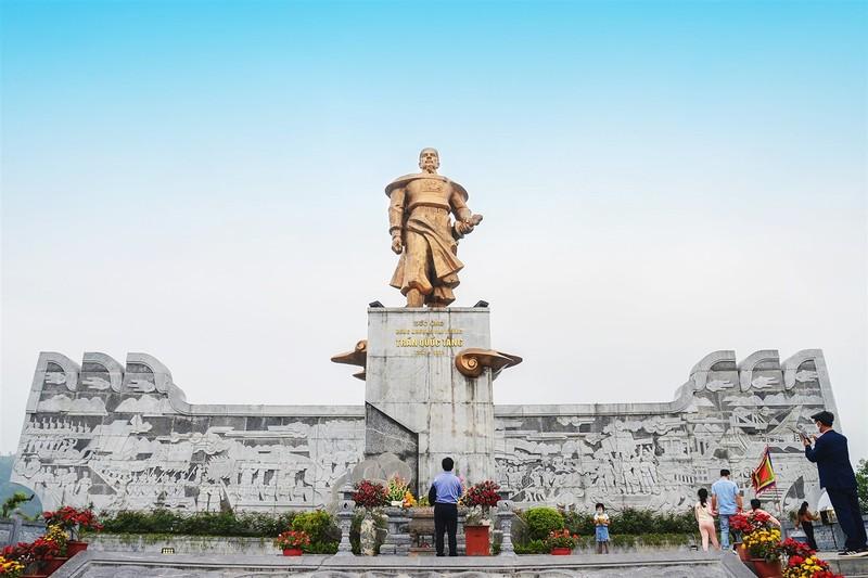 Di het Quang Ninh qua nhung quan the tam linh dep ngoan muc