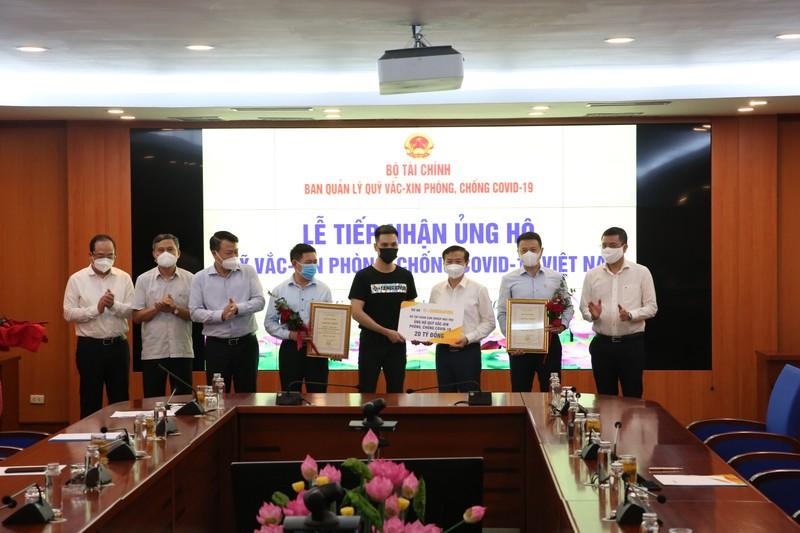 Sun Group ung ho 320 ty cho Quy vac-xin phong chong dich Covid-19