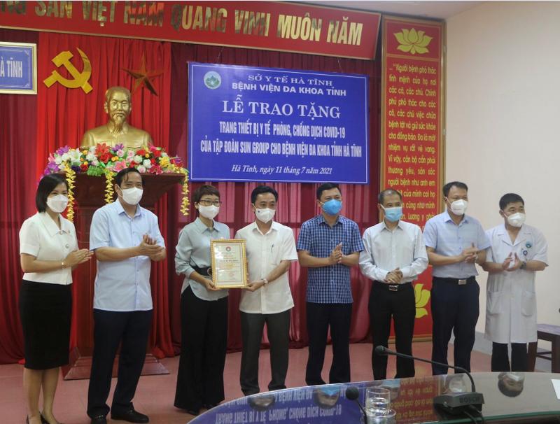 Sun Group tang Ha Tinh TBYT phong chong dich COVID-19 tri gia hon 31 ty-Hinh-4