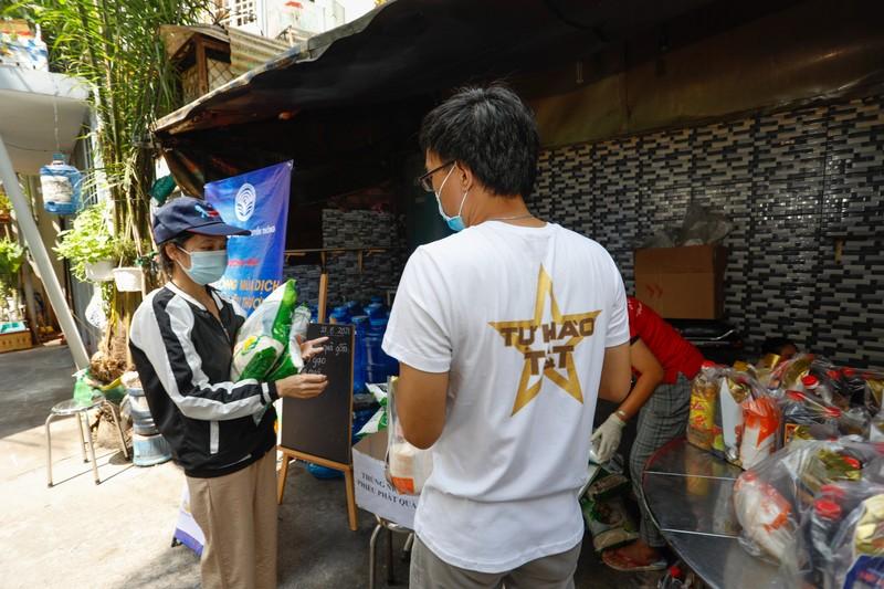 T&T Group tang 100.000 suat qua tri gia 30 ty dong cho nguoi dan TP HCM-Hinh-4
