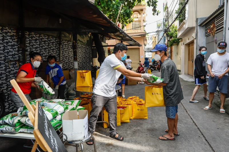 T&T Group tang 100.000 suat qua tri gia 30 ty dong cho nguoi dan TP HCM