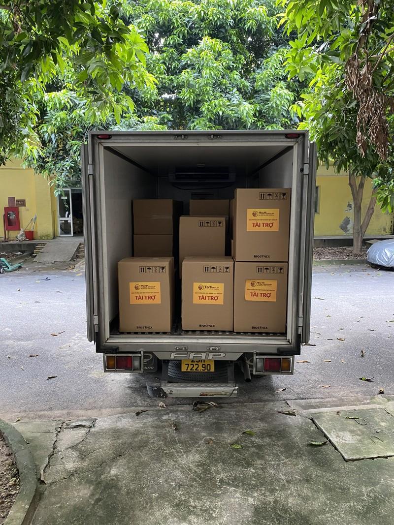 T&T Group tang 50.000 bo kit xet nghiem nhanh cho Thanh Hoa va Kien Giang-Hinh-4