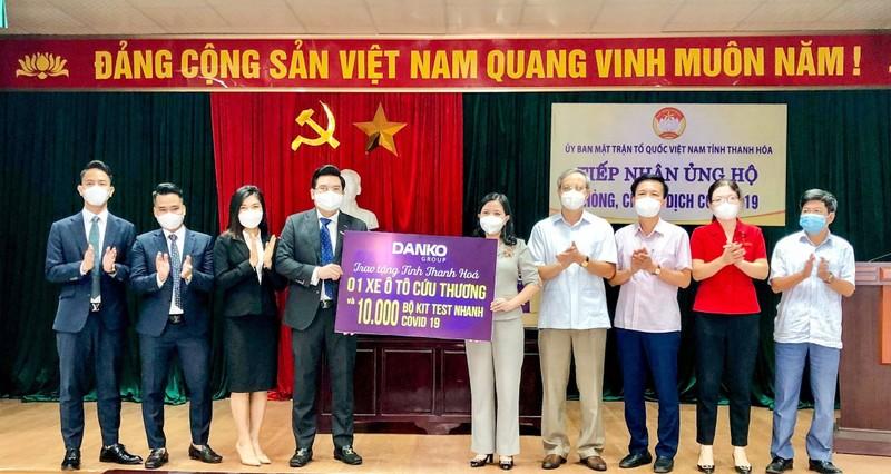 Xe cuu thuong va kit test Covid-19 duoc Danko Group trao tang Thanh Hoa