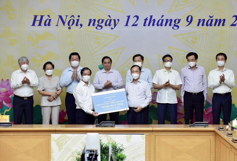 """BIDV ung ho chuong trinh """"Song va may tinh cho em"""" 25 ty dong"""