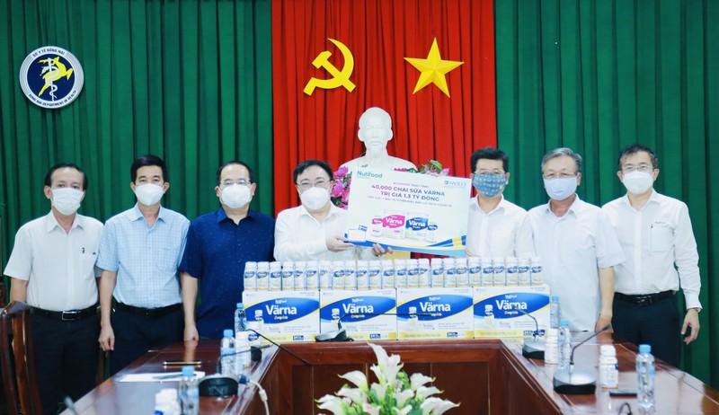 Nutifood tang 40.000 san pham dinh duong y hoc tri gia 1,3 ty dong cho so y te Dong Nai-Hinh-2