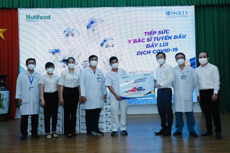 Nutifood tang 40.000 san pham dinh duong y hoc tri gia 1,3 ty dong cho so y te Dong Nai-Hinh-3