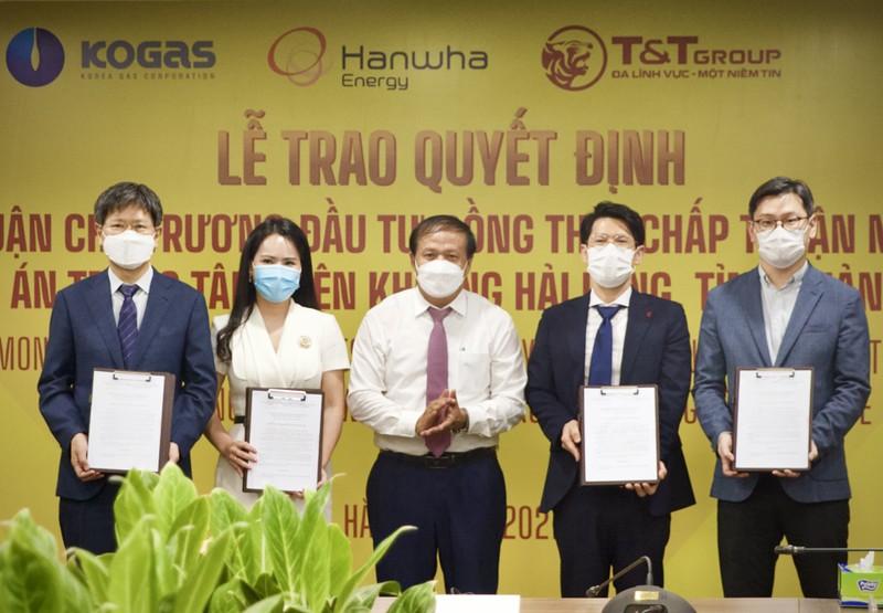 Quang Tri trao quyet dinh chu truong dau tu du an dien khi LNG Hai Lang