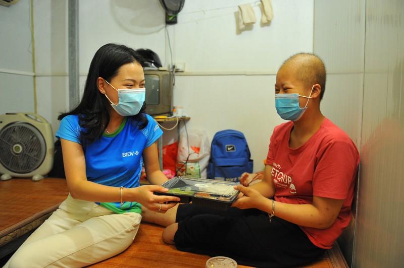 BIDV trao 18.000 suat com tang dong bao kho khan tai TP. Ha Noi-Hinh-3