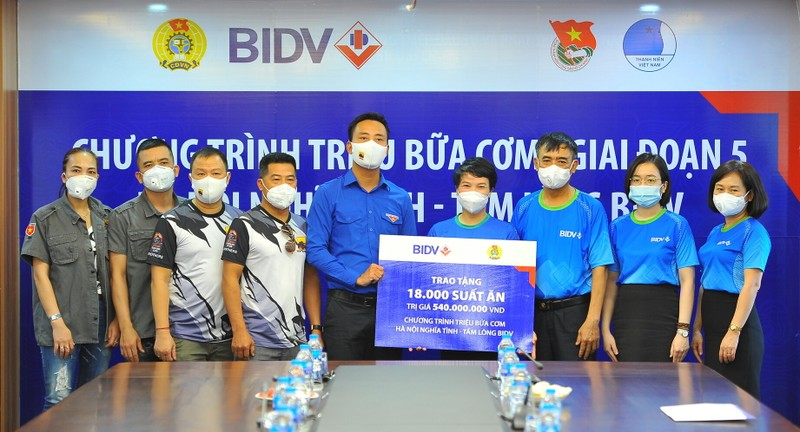 BIDV trao 18.000 suat com tang dong bao kho khan tai TP. Ha Noi