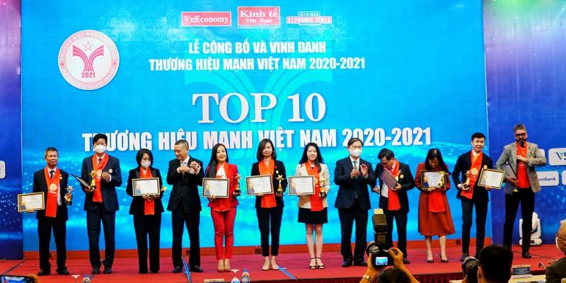 Techcombank duoc vinh danh top 10 thuong hieu manh Viet Nam 2021
