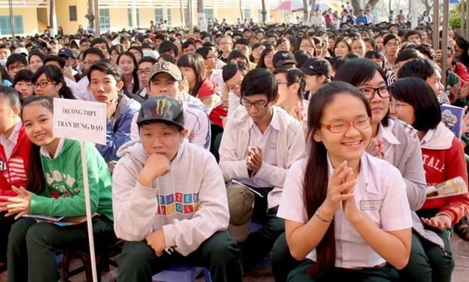 Bo truong Bo GD-DT quyet dinh thay doi cum thi