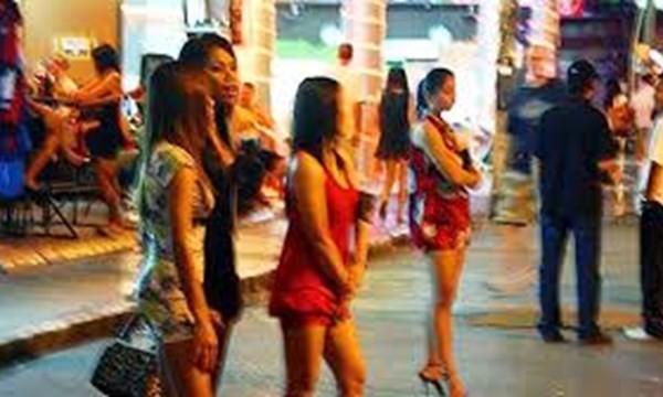"""HN, TPHCM tranh cãi quanh viẹc """"xu ly"""" hoat dong mai dam"""