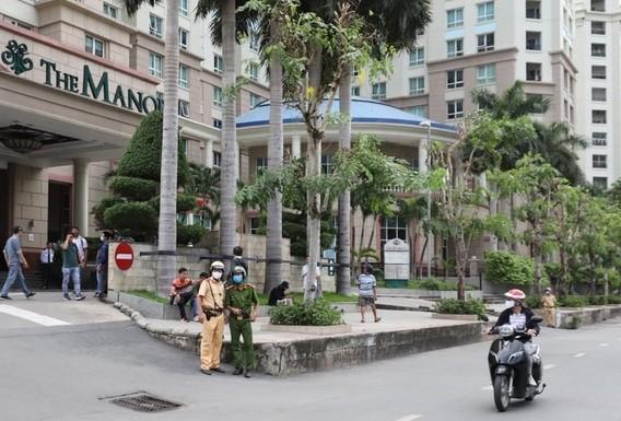 Cong an kham xet nha Pho chu tich TP.HCM Tran Vinh Tuyen-Hinh-2