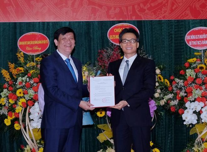 Cong bo quyet dinh giao quyen Bo truong Y te voi ong Nguyen Thanh Long