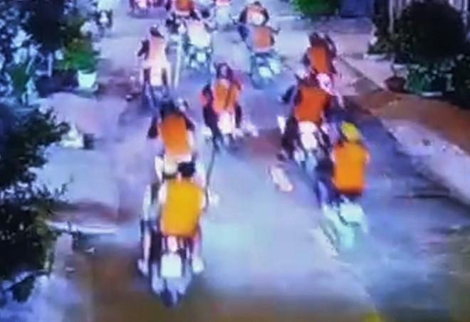 Nghi pham bang ao cam dau thu: He lo khoi nguon mau thuan-Hinh-2