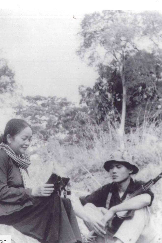 Anh hiem ve nu tuong dau tien cua Quan doi nhan dan Viet Nam-Hinh-2