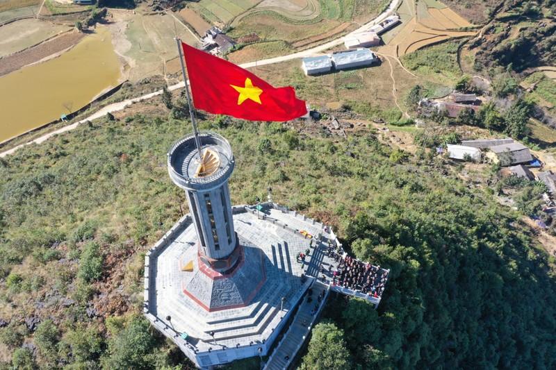 Xuc dong va tu hao 7 cot co noi tieng o Viet Nam