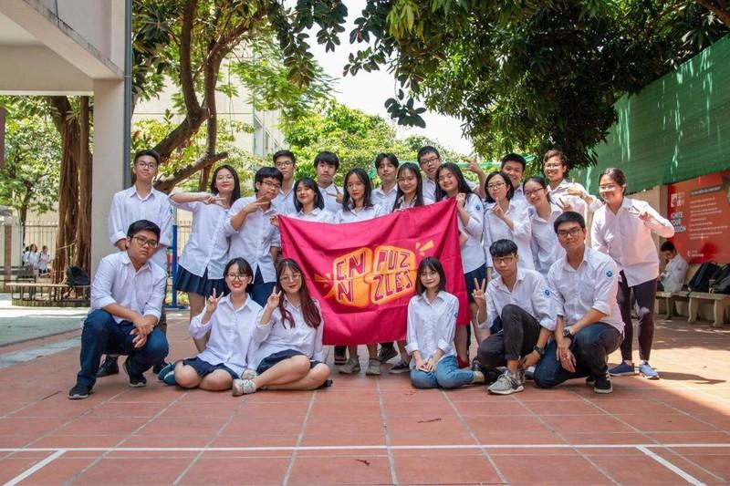 CLB tranh bien o THPT chuyen Ngoai ngu-Hinh-10