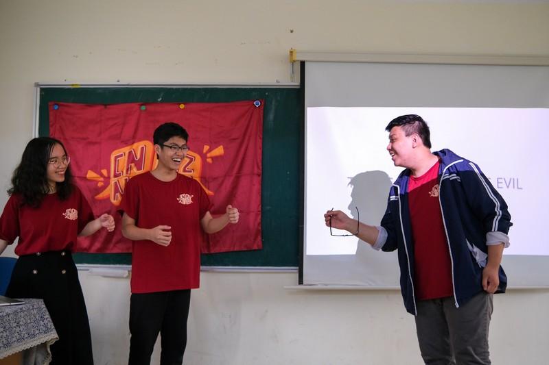 CLB tranh bien o THPT chuyen Ngoai ngu-Hinh-3