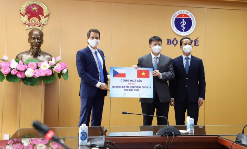 Viet Nam nhan hon 250.000 lieu vac xin COVID-19 do Sec trao tang